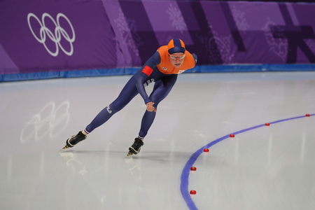 GANGNEUNG, SOUTH KOREA - FEBRUARY 16, 2018: Olympic champion Esmee Visser of Netherlands competes in the Ladies' 5,000m Speed Skating at the 2018 Winter Olympic Games at Gangneung Oval Stockfoto - 98651165