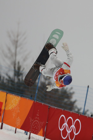 PYEONGCHANG, SOUTH KOREA - FEBRUARY 14, 2018: Ben Ferguson of the United States competes in the mens snowboard halfpipe final at the 2018 Winter Olympics in Phoeinix Snow Park Redactioneel