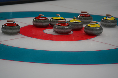 GANGNEUNG, SOUTH KOREA - FEBRUARY 10, 2018: Inside of the Gangneung Curling Center during the Mixed Doubles Round Robin Session at the 2018 Winter Olympics 新聞圖片