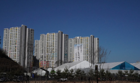 GANGNEUNG, SOUTH KOREA - FEBRUARY 12, 2018: The 2018 Winter Olympic Games Athletes Olympic Village in Gangneung, South Korea Redactioneel