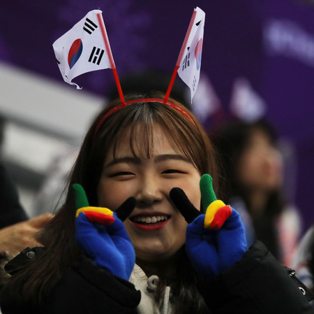 GANGNEUNG, SOUTH KOREA - FEBRUARY 9, 2018: South Korean figure skating fans in Gangneung Ice Arena during the Team Event figure scating program at the 2018 Winter Olympic Games Standard-Bild - 102603536