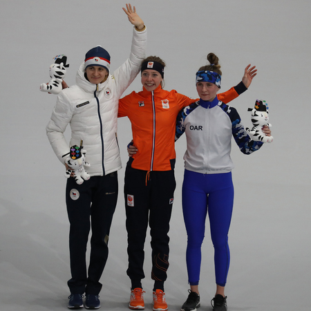GANGNEUNG, SOUTH KOREA - FEBRUARY 16, 2018: Martina Sablikova CZE (L), Esmee Visser NLD and  Natalia Voronina OAR during venue ceremony after Ladies' 5,000m Speed Skating at the 2018 Winter Olympics Stockfoto - 104254625