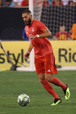 EAST RUTHERFORD, NJ - AUGUST 7, 2018: Striker Karim Benzema of Real Madrid #9 in action against Roma in the 2018 International Champions Cup match at MetLife stadium. Real Madrid won 2-1 Éditoriale