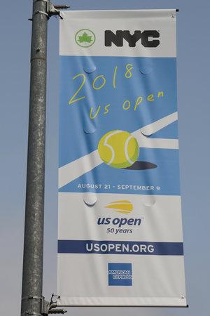 NEW YORK - AUGUST 20, 2018: 2018 US Open banner at the Billie Jean King National Tennis Center in New York 版權商用圖片 - 108215344