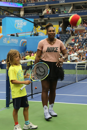 NEW YORK - AUGUST 23, 2018: 23-time Grand Slam champion Serena Williams participates at Arthur Ashe Kids Day before 2018 US Open at Billie Jean King National Tennis Center 報道画像