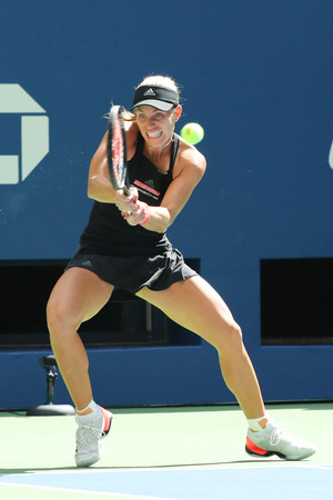 NEW YORK - 30 août 2018: la championne du Grand Chelem Angelique Kerber de l'Allemagne en action lors de son match de deuxième tour de l'US Open 2018 à Billie Jean King National Tennis Center