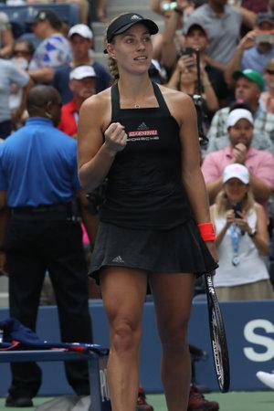 NEW YORK - 30 août 2018: la championne du Grand Chelem, Angelique Kerber, d'Allemagne, célèbre la victoire après son match de deuxième tour de l'US Open 2018 au Billie Jean King National Tennis Center