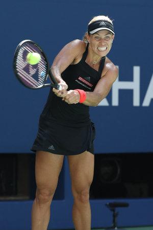 NEW YORK - 30 août 2018: la championne du Grand Chelem Angelique Kerber de l'Allemagne en action lors de son match de deuxième tour de l'US Open 2018 à Billie Jean King National Tennis Center Éditoriale