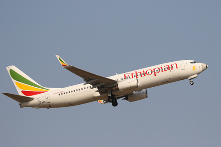 JOHANNESBURG, SOUTH AFRICA - SEPTEMBER 27, 2018: Ethiopian Airlines Boeing 737 takes off from O. R. Tambo International Airport in Johannesburg, South Africa 新闻类图片
