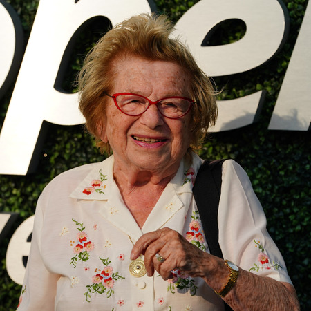 NEW YORK - AUGUST 27, 2018: Sex therapist, media personality, and author Dr. Ruth Westheimer on the blue carpet before US Open 2018 opening night ceremony at USTA National Tennis Center in New York Zdjęcie Seryjne - 110937359