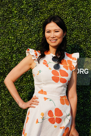 NEW YORK - AUGUST 27, 2018: Chinese-American businesswoman and movie producer Wendi Deng Murdoch  on the blue carpet before 2018 US Open opening night ceremony at Tennis Center in New York Editoriali