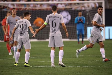 EAST RUTHERFORD, NJ - AUGUST 7, 2018: Team A.S. Roma celebrates goal by team captain Kevin Strootman #6 during the 2018 International Champions Cup match Real Madrid vs Roma at MetLife stadium Redactioneel