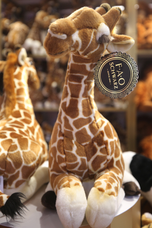 NEW YORK - NOVEMBER 29, 2018: Stuffed Plush Toys in newly reopened the FAO Schwarz flagship store at Rockefeller Plaza in Midtown Manhattan 報道画像