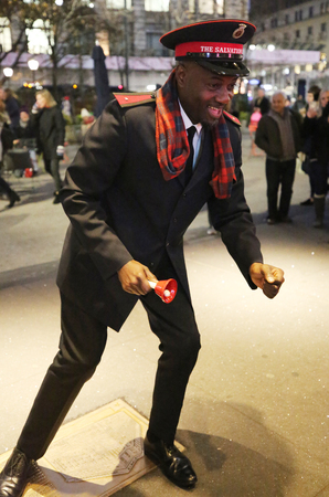 NEW YORK - DECEMBER 6, 2018: Salvation Army soldier performs for collections in midtown Manhattan. This Christian organization is known for its charity work, operating in 126 countries Editoriali