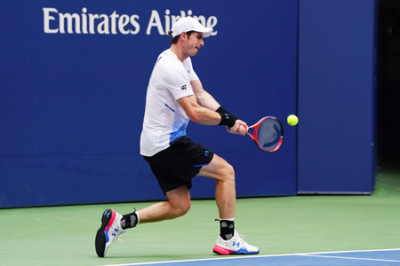 NEW YORK - AUGUST 27, 2018: Grand Slam Champion Andy Murray of Great Britain in action during first round match at 2018 US Open at USTA National Tennis Center 新聞圖片