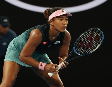 MELBOURNE, AUSTRALIEN - 24. JANUAR 2019: Grand-Slam-Meisterin Naomi Osaka aus Japan in Aktion während ihres Halbfinalspiels bei den Australian Open 2019 in Melbourne Park Editorial