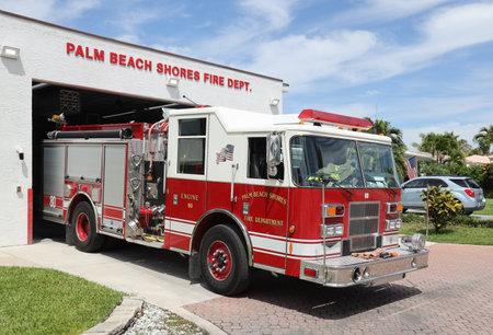 PALM BEACH GARDENS, FLORIDA - 30 MARZO 2019: Camion dei vigili del fuoco di Palm Beach Gardens. Editoriali
