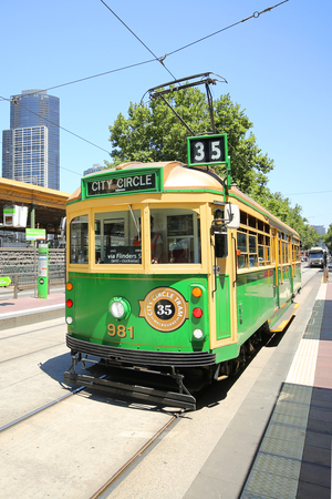 MELBOURNE, AUSTRALIA - JANUARY 24, 2019: Vintage W class tram in City Circle service.This free tram aimed mainly for tourists running around the central business district of Melbourne, Australia 에디토리얼