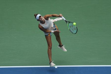 NEW YORK - 1. SEPTEMBER 2018: Professioneller Tennisspieler Marketa Vondrousova der Tschechischen Republik in Aktion während ihrer dritten Runde bei den US Open 2018 im Billie Jean King National Tennis Center