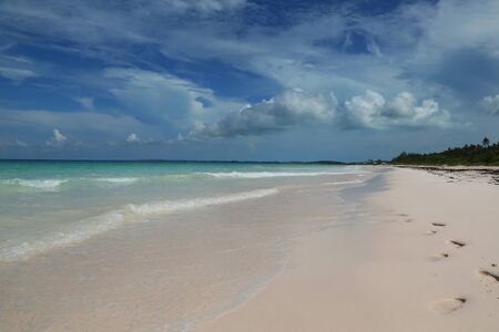 A beautiful Caribbean beach at Harbor Island, Bahamas Imagens