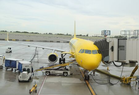FORT LAUDERDALE, FLORIDA - AUGUST 5, 2019: Spirit Airlines plane on tarmac at Fort Lauderdale - Hollywood International Airport in Florida Redactioneel