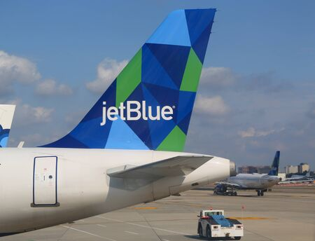NEW YORK- AUGUST 3, 2019: JetBlue plane tail fin at John F Kennedy International Airport in New York Redactioneel