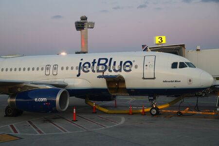 NEW YORK - MARCH 12, 2019: JetBlue plane on tarmac at John F Kennedy International Airport in New York Redactioneel