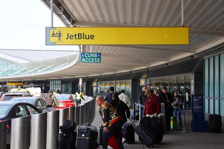 NEW YORK- MARCH 12, 2019: Departure area at JetBlue Terminal 5 at John F Kennedy International Airport in New York Redactioneel