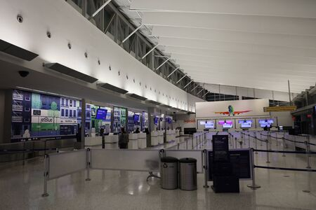 NEW YORK- MARCH 12, 2019: Inside of JetBlue Terminal 5 at John F Kennedy International Airport in New York Redactioneel