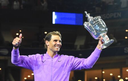 NEW YORK - SEPTEMBER 8, 2019: 2019 US Open champion Rafael Nadal of Spain during trophy presentation after his victory over Daniil Medvedev at Billie Jean King National Tennis Center in New York 新聞圖片