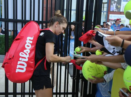 NEW YORK - AUGUST 25, 2019: Grand Slam Champion Simona Halep of Romania signs autographs after practice for 2019 US Open at Billie Jean King National Tennis Center in New York Publikacyjne