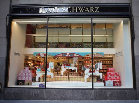 NEW YORK - DECEMBER 5, 2019: FAO Schwarz flagship store window display at Rockefeller Plaza in Midtown Manhattan 報道画像