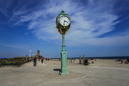 The Wise and Son historic clock on the Riis Park boardwalk Фото со стока