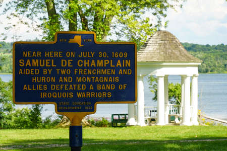 TICONDEROGA, NEW YORK - AUGUST 23, 2020: Memorial Plaque at the Historic King's Garden at Fort Ticonderoga in Upstate New York Éditoriale