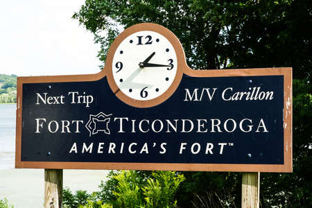TICONDEROGA, NEW YORK - AUGUST 23, 2020: Historic Fort Ticonderoga in Upstate New York. Fort Ticonderoga, formerly Fort Carillon, is a large 18th-century star fort built by the French in northern NY 新聞圖片