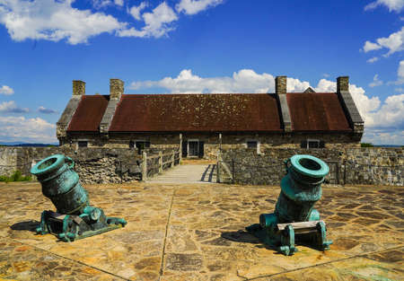 Row of cannons at the historic Fort Ticonderoga in Upstate New York. Fort Ticonderoga, formerly Fort Carillon, is a large 18th-century star fort built by the French in northern New York, United States 版權商用圖片