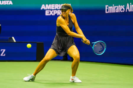 NEW YORK - AUGUST 26, 2019: Grand Slam Champion Maria Sharapova of Russia in action during her 2019 US Open first round match against Serena Williams at Billie Jean King National Tennis Center 新聞圖片