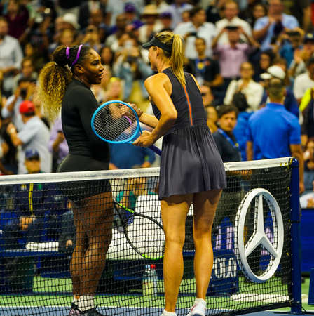NEW YORK - AUGUST 26, 2019: Grand Slam Champion Maria Sharapova of Russia congratulates Serena Williams with victory after her 2019 US Open first round match at Billie Jean King National Tennis Center 新聞圖片