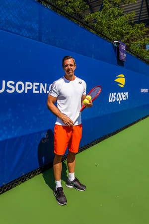 NEW YORK - SEPTEMBER 3, 2019: Tennis coach Sascha Bajin during practice for 2019 US Open at Billie Jean King National Tennis Center in New York Banco de Imagens - 157390840
