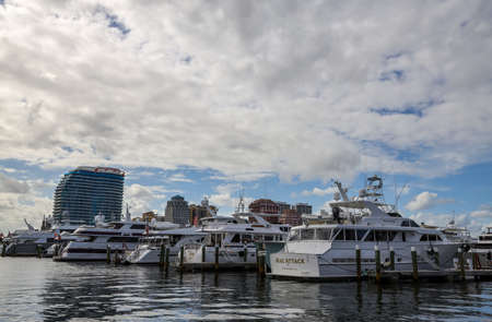 PALM BEACH, FLORIDA - MARCH 30, 2019: Sailboats and yachts at Palm Beach Docks, Florida. The only public marina on the island of Palm Beach, the Town Marina has been providing berthing since the 1940s 新闻类图片