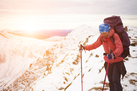 scarring: The girl with the backpack goes on a mountain trail.