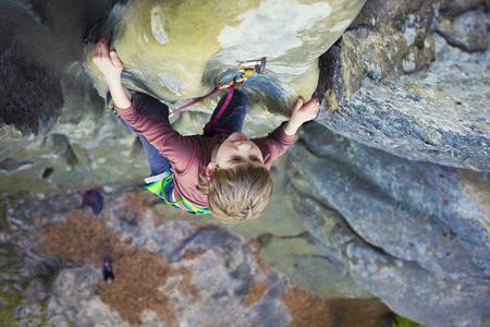 Bold kid rock climber climbs on a difficult wall. Standard-Bild