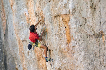 A man is engaged in extreme sports, a climber is training on Turkish rocks, strength and endurance training Standard-Bild