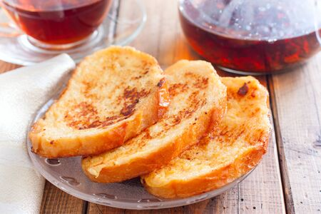 Toasted white bread on a plate on a wooden table, selective focus Фото со стока - 147419432