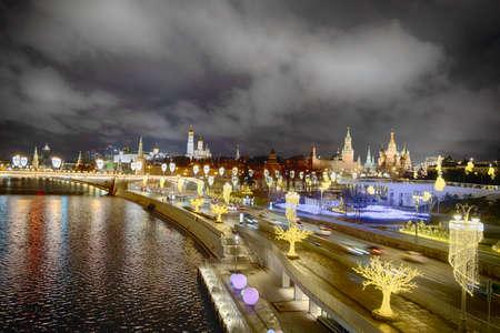 Moskvoretsky bridge and Moskvoretskaya embankment near St. Basil's Cathedral and the Kremlin