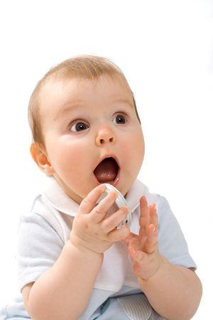 cara de sorpresa: Retrato de laughting beb� con tapa de los ni�os `s alimentos frasco en la mano