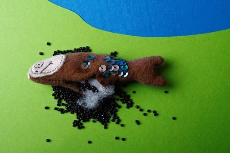fish toy: caviale nero bracconaggio (circa la caccia illegale di uova di pesce giocattolo)