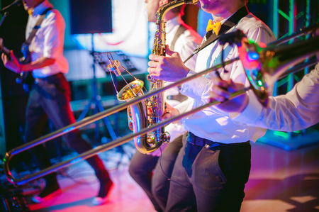 musician plays the saxophone performance at a concert Standard-Bild