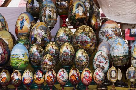 Moskou, Rusland, 7 mei 2016, mooi beschilderde eieren op Pasen-pictogrammen