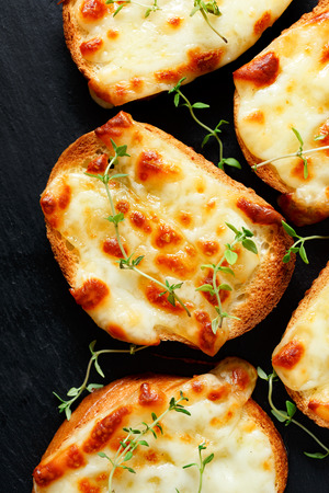 Small toasts with mozzarella cheese and thyme